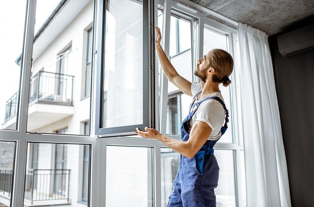 Milyen anyagból legyen az a keret, és hogyan nyíljon az ablak?